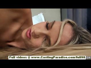 Анита Потрясающая Блондинка С Натуральные Сиськи Забавляется Ее Киску