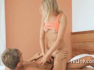 Горячая И Сексуальная Девушка Получает Лизал Пизду