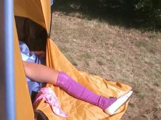 18yo Студентка Лолы дрочится В Палатке