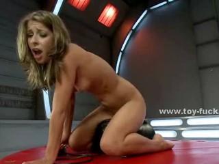 Симпатичная Сексуальная Красотка С Удивительной Тело И Сочные Pussy Cat Узнает Как Использовать Греб