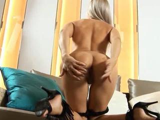 Ультра Секси Симпатичная Блондинка На Диван
