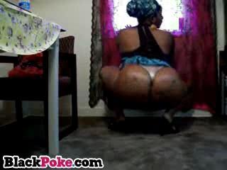 Bootylicious Ebony Babe Трясет Ее Большие Трофеи