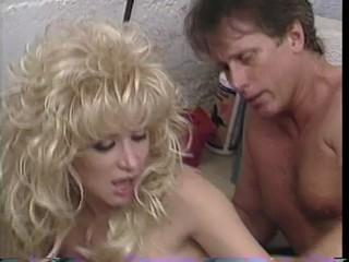 Горячая Блондинка И Big Хэнк Армстронг Горячие Сцены