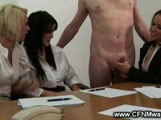 Встреча Становится Непослушным Когда Дамы Гладить Его Член