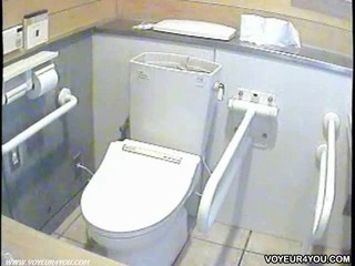 Дамы Туалет В Гонке Цепи