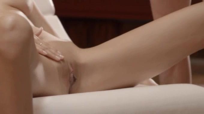 Horny Секс С Очаровательной Малышкой На Стуле