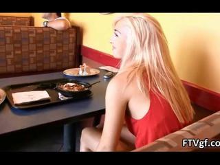 Сексуальная Блондинка Красотка Получает Horny Демонстрируя Ее Большой Заднице FTVgf