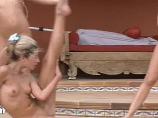 Утренняя Гимнастика С Три Обнаженные Женщины