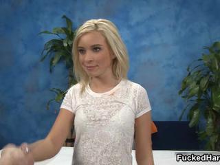 Сексуальная Блондинка Младенец Получает Horny Взяв Ее Одежду FuckedHard19
