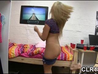 Девочка Играет С Двумя Dicks