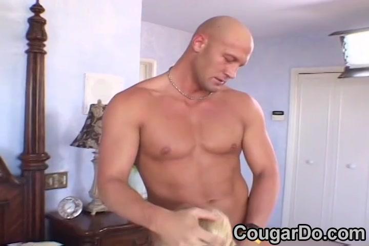 Сексапильная Блондинка Кугуар Едет Петух