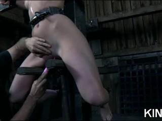 Сиськи Пыткам С Гвоздями