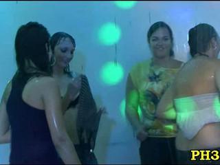 Групповой Секс Диких Патти В Ночной Клуб