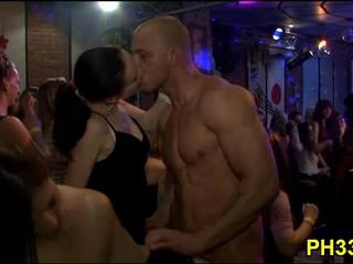 Ядро Групповой Секс В Ночном Клубе