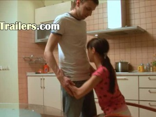 Мой Маленький Titted Девушка Хлопнула В Кухне