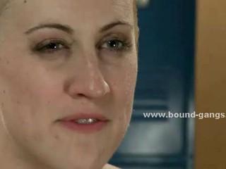 Женщина С Белокурыми Волосами Ударили По Какой-Либо Развратными Людьми Которые Ебут Во Все Ее Дырочк