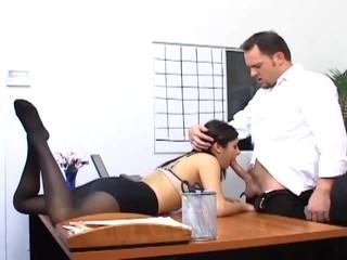 Офисный Секс С Пышногрудая Секретарша В Сексуальный Чулочно-Носочные Изделия